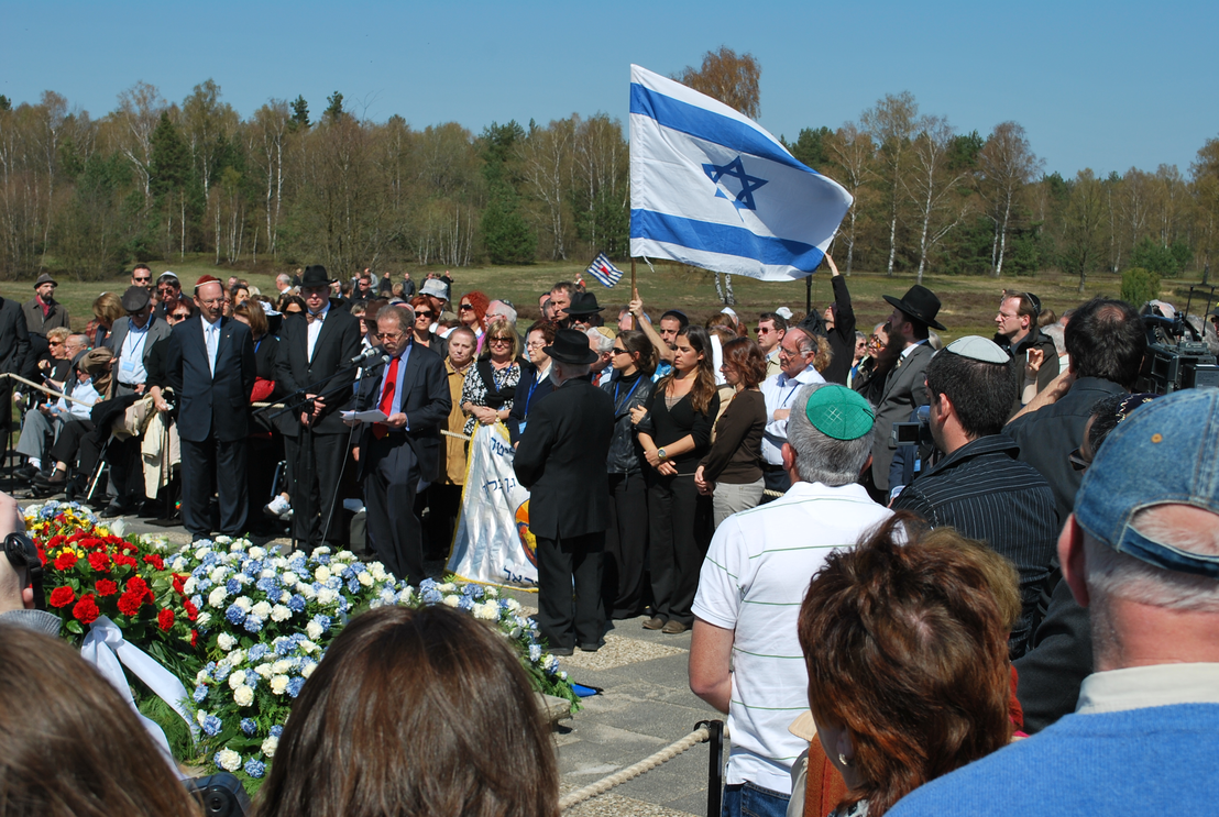 Memorial ceremony at the Jewish monument, 18 April 2010. Photo by Helge Krückeberg. Bergen-Belsen Memorial (Lower Saxony Memorials Foundation)