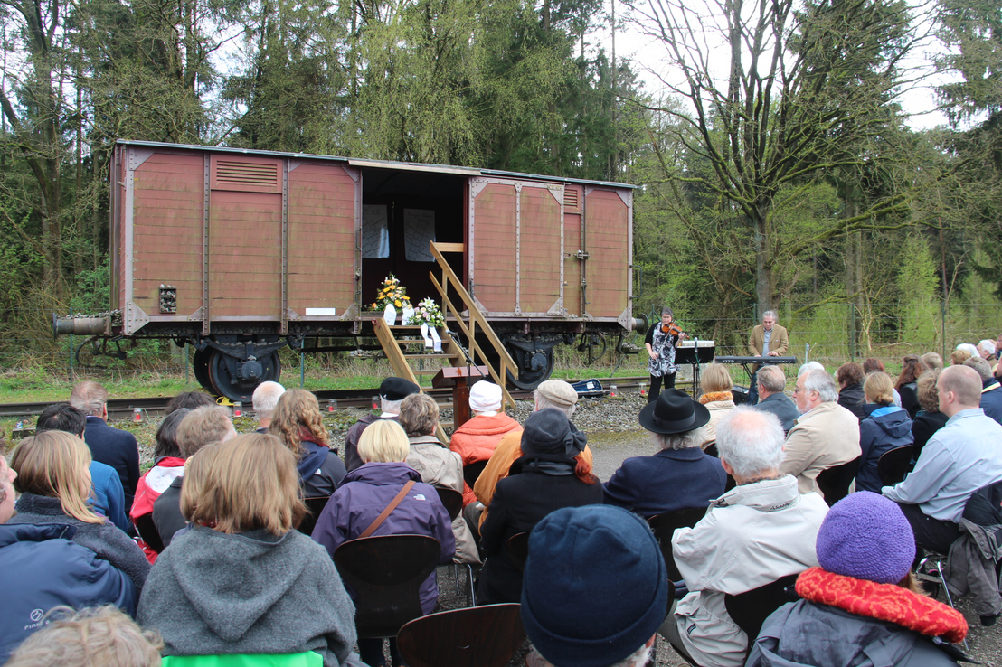 Memorial event of the AG Bergen-Belsen 2014 at the memorial place Waggon 2015. Photo Gottfried Berndt, AG Bergen-Belsen