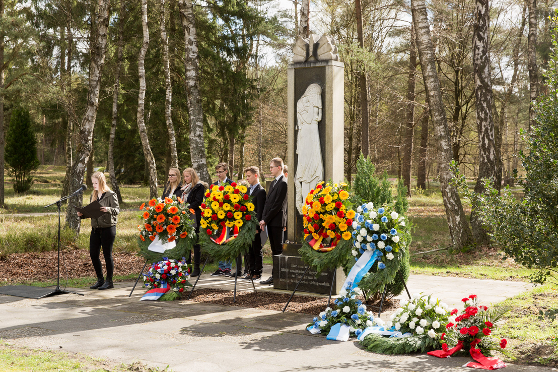 Ceremony at the Bergen-Belsen POW cemetery. 17. April 2016. Photo by Helge Krückeberg. GBB (SnG)